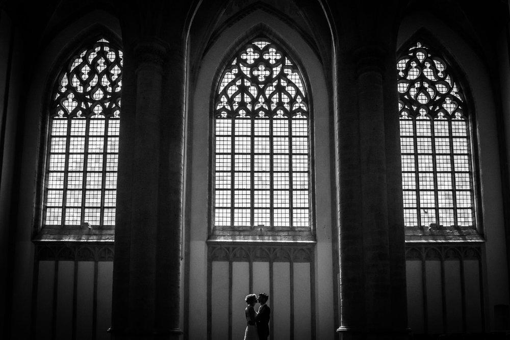 Bruidsfotografie in de Grote kerk van Breda