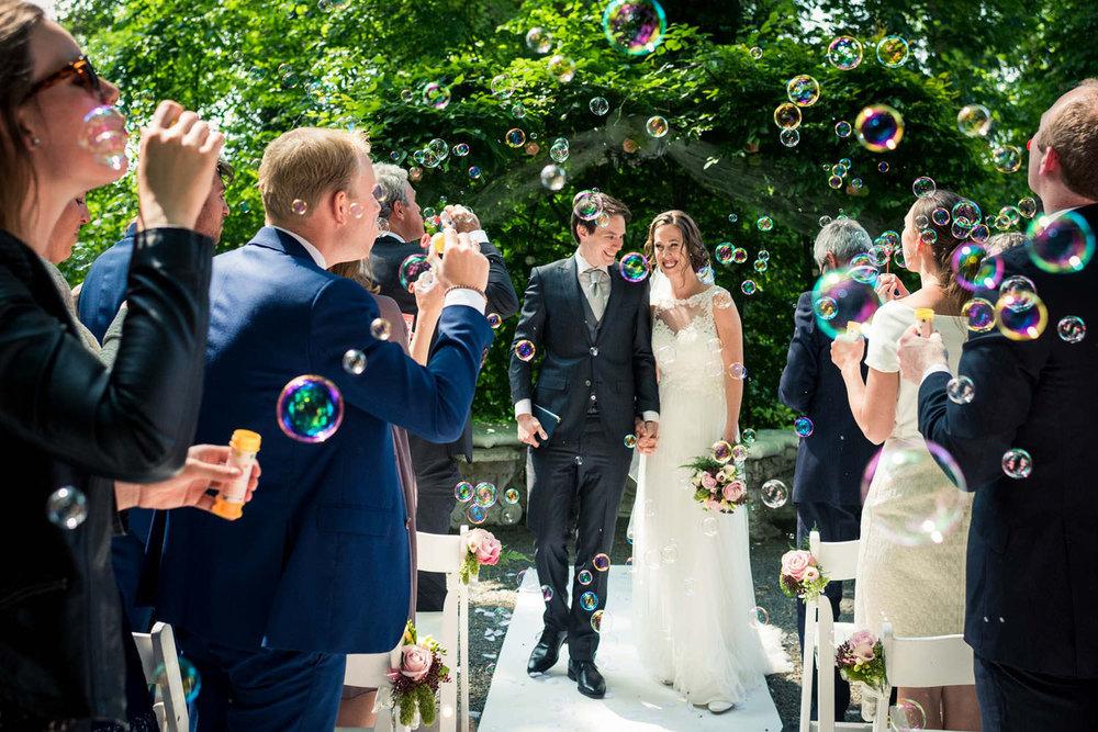 eind ceremonie kasteel wijenburg buiten trouwen