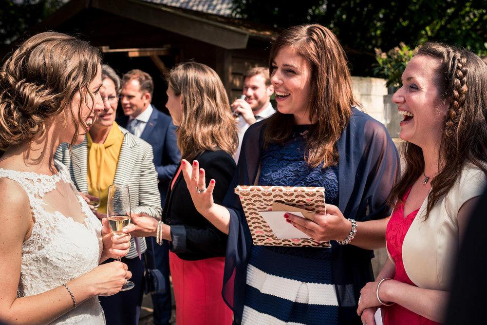 bruid met haar vriendinnen kasteel wijenburg