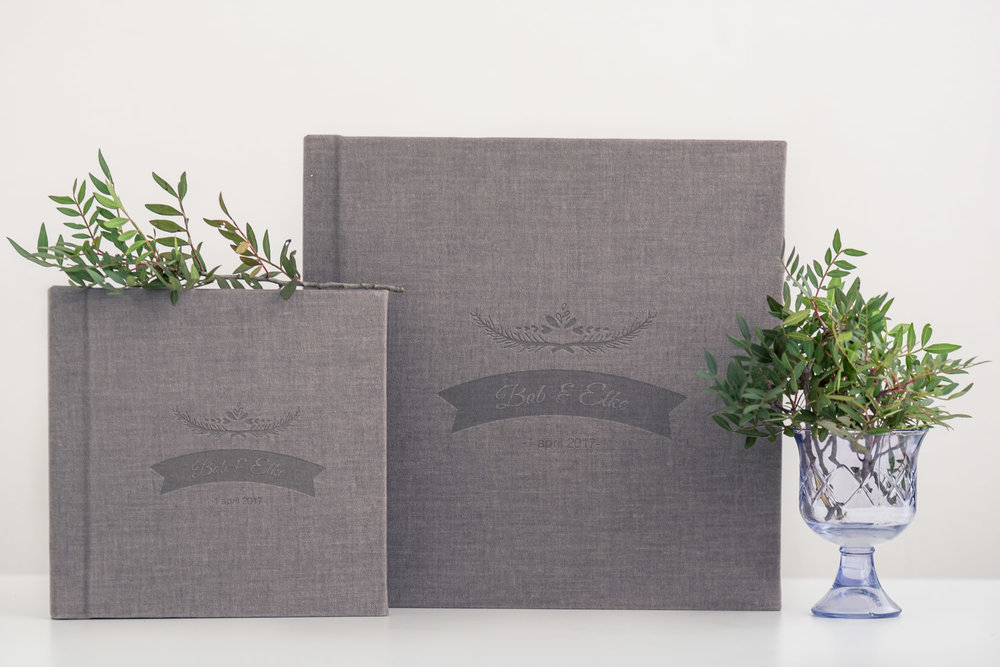 Jullie bruidsalbum, gemaakt door Cfoto met prachtige cover, en kleine ouderalbums, om aan jullie ouders cadeau te geven.