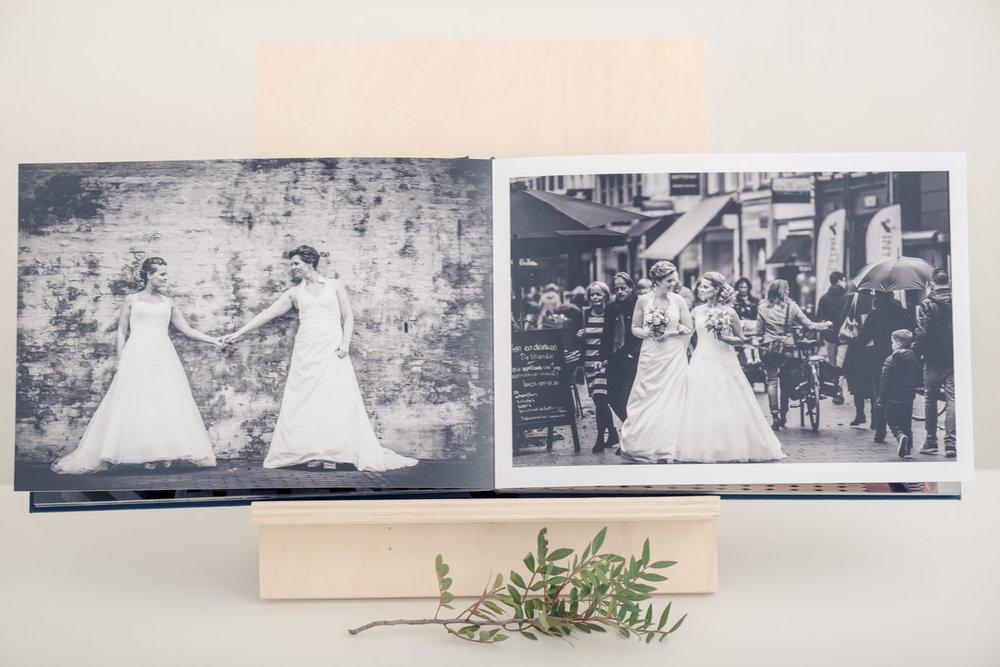 Jullie trouwalbum, een rustige opmaak met alle aandacht op de bruidsfoto's. Een prachtige trouwreportage, gemaakt door Cfoto