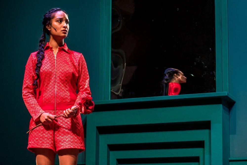 Cfoto ging een dag op stap met Gale, actrice bij het Maastheater, in de rol van Beauty, bij Beauty en het Beest