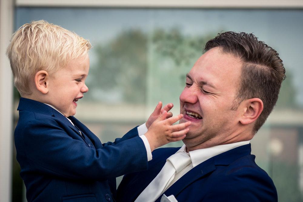 Bruidegom en zoontje, bruidsjonker, in Rotterdam, Vlaardingen