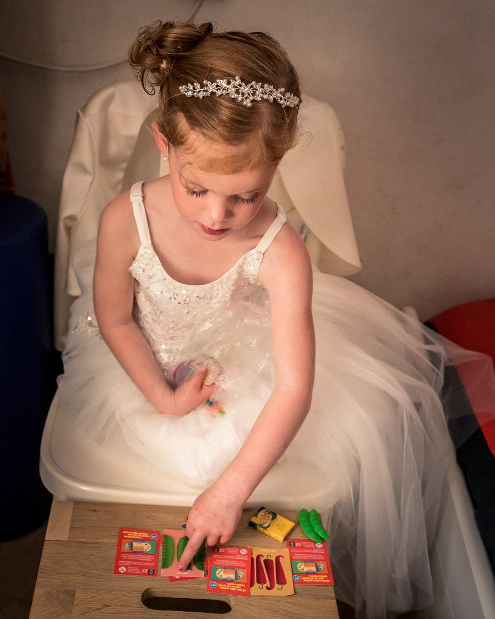bruidsmeisje, trouwfotografie bij ouders bruid