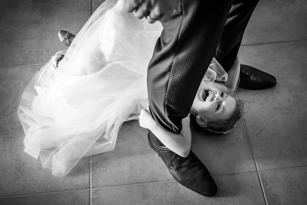fun with bridesmaids, bruidsmeisje met plezier, bij huwelijk in Rotterdam