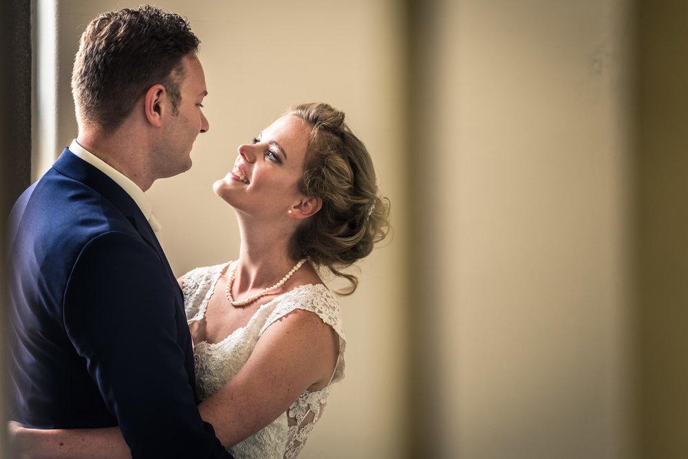 bruidspaar, bruidsfotograaf in watertoren Vlaardingen, door trouwfotograaf Cfoto