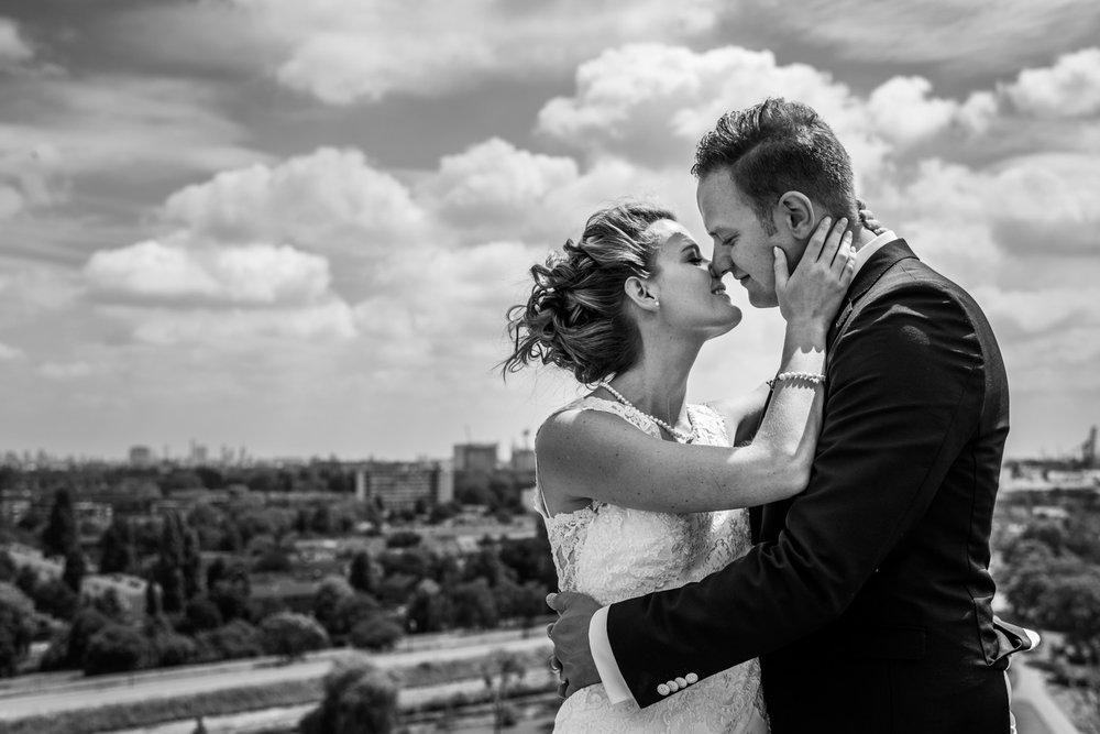 op de watertoren Vlaardingen wijds uitzicht bruidsfotograaf Rotterdam