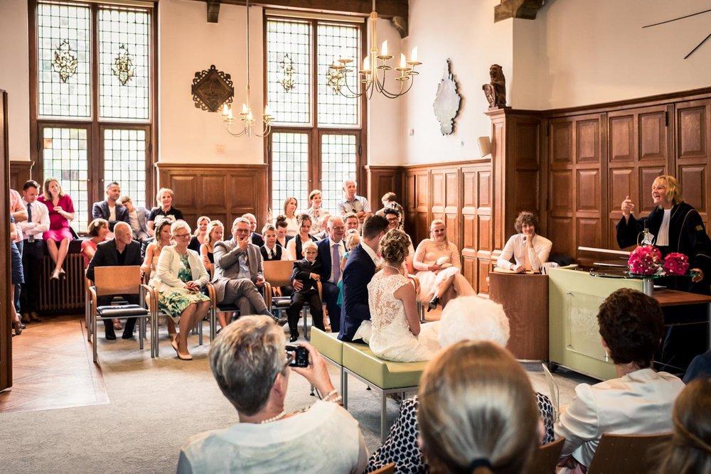 trouwzaal Vlaardingen, tijdens ceremonie, bruidsfotografie Cfoto