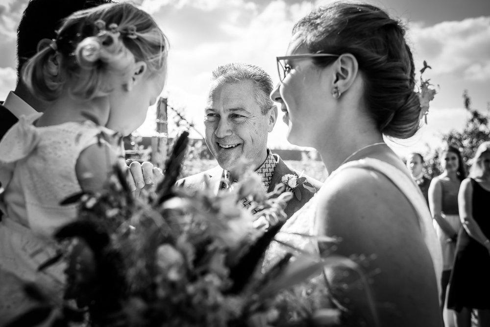Vader geeft de bruid weg, Cfoto was fotograaf bij huwelijk Benedensas