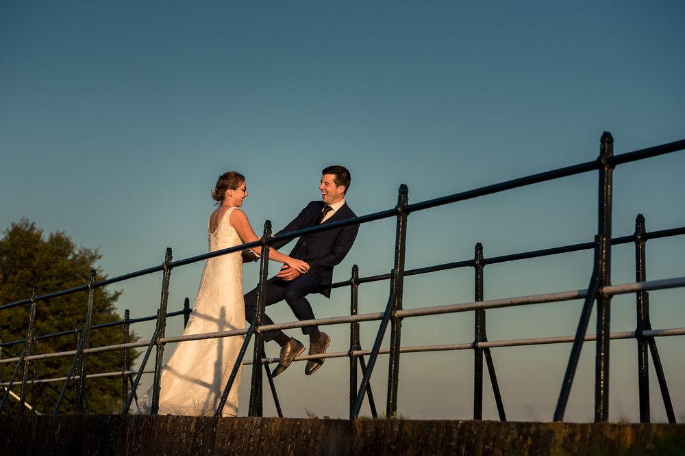 trouwreportage volop lol door het bruidspaar,