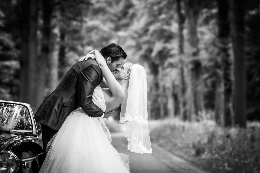 bruidsfotograaf Cfoto maakte deze foto in het Liesbosch bij de Boswachter, fotograaf Caroline Elenbaas komt hier vaak.