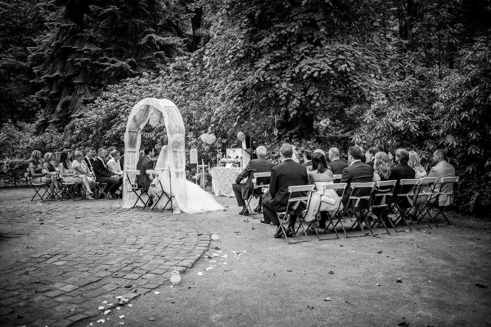 Copy of overzichtsfoto bij buiten trouwen bij de Boswachter Liesbosch, door Caroline Elenbaas van Cfoto