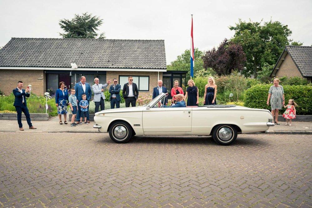 aankomst van de bruidegom in West Brabant door Caroline bruidsfotograaf bij Cfoto