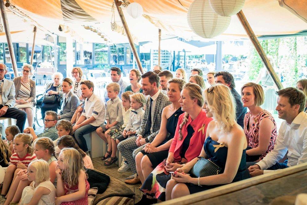 De Tipi tent bij het Hooihuis in Roosendaal in West Brabant door Caroline bruidsfotograaf bij Cfoto