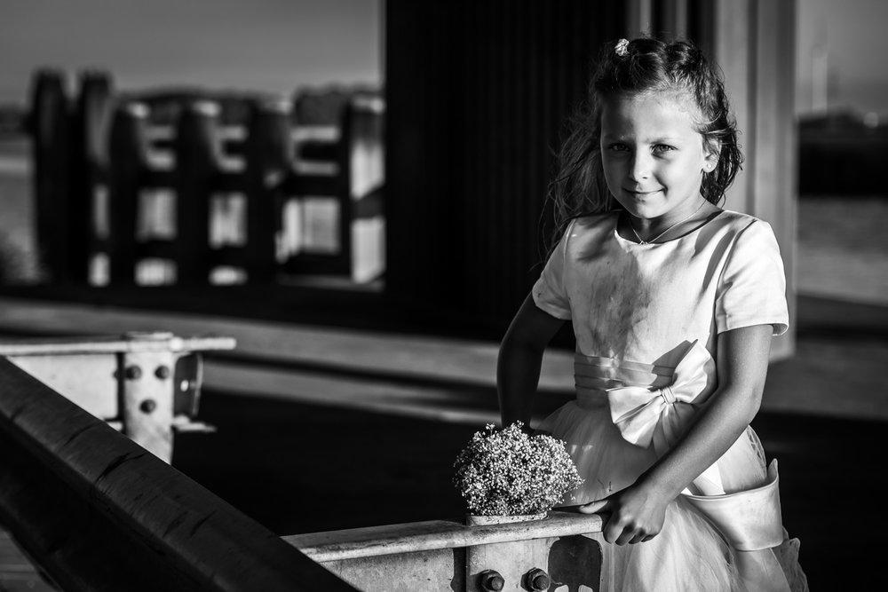 Wachten bij Gastel Sfeer op vertrek van boot in West Brabant door Caroline bruidsfotograaf bij Cfoto