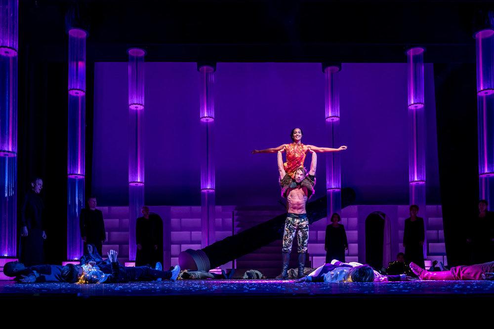Reportage over Gale Rama, zij speelt Beauty in het toneelstuk Beauty en het Beest uitgevoerd Door het Maastheater in Rotterdam.