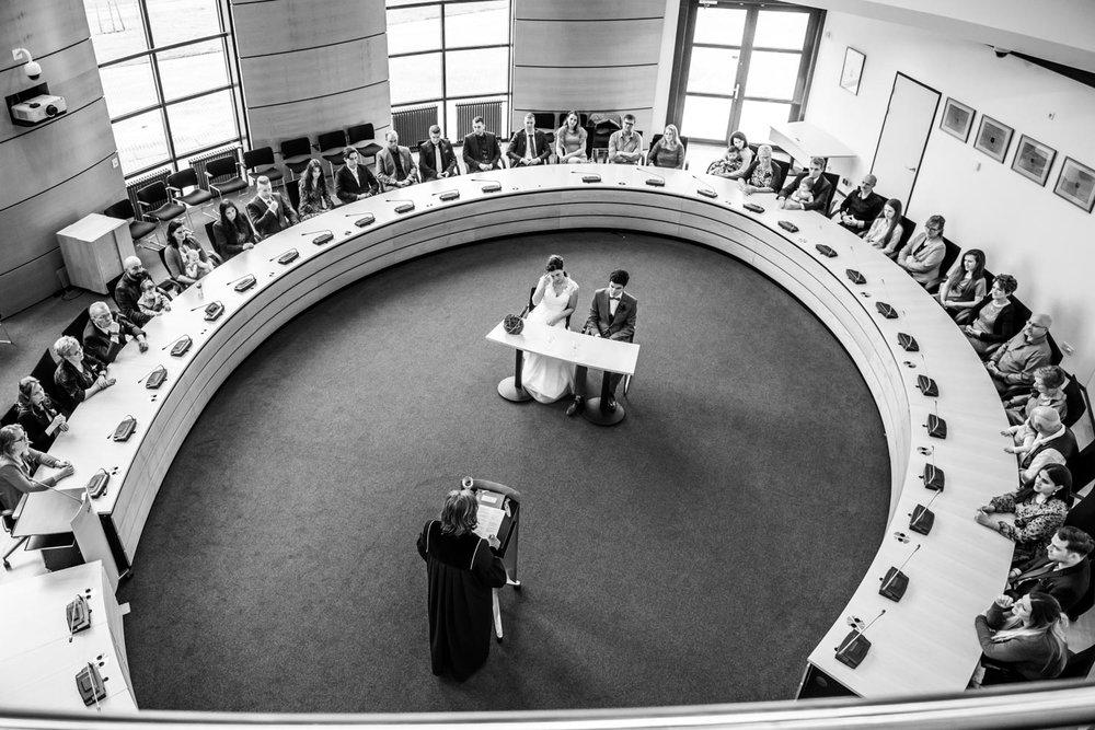 bruidsfotografie in het stadhuis van Zevenbergen