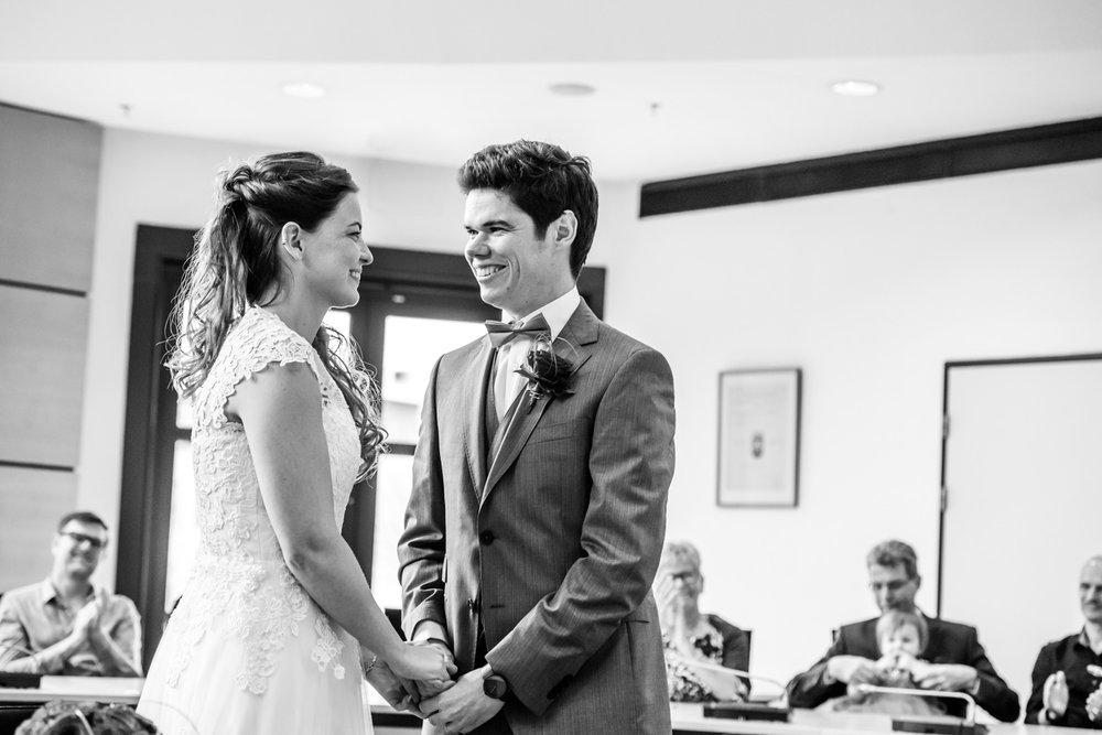 mooi moment tijdens de ceremonie van een huwelijk in West-Brabant