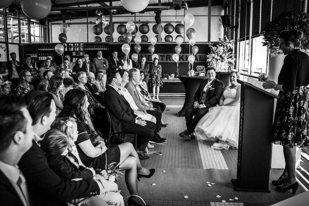 bruidsfotografie in de Vertrekhal in Rotterdam. Hier tijdens de