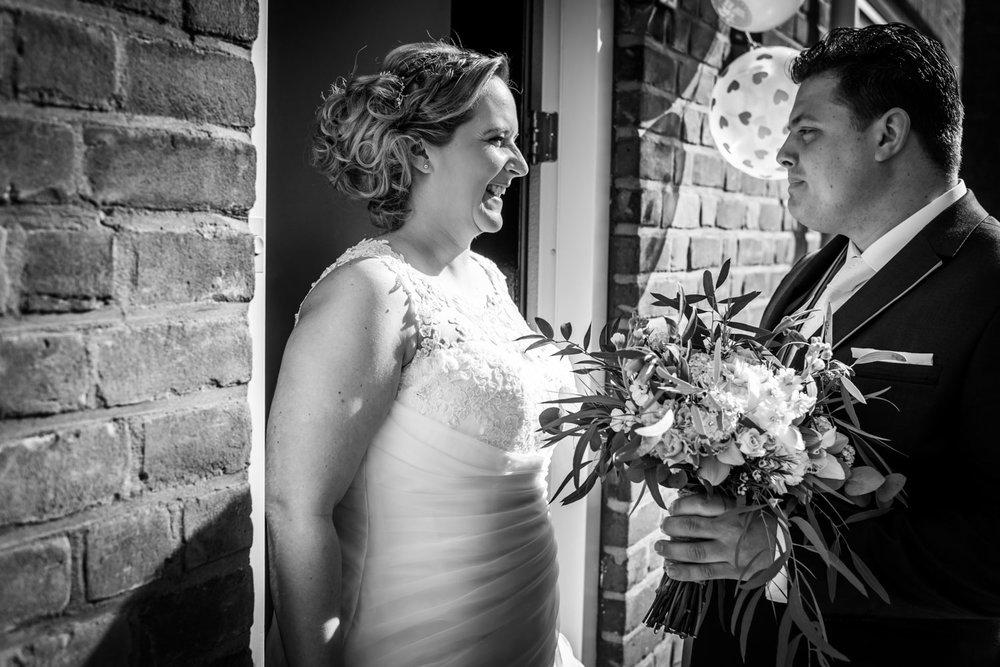 Tijdens de bruidsreportage wordt in Steenbergen de ontmoeting va