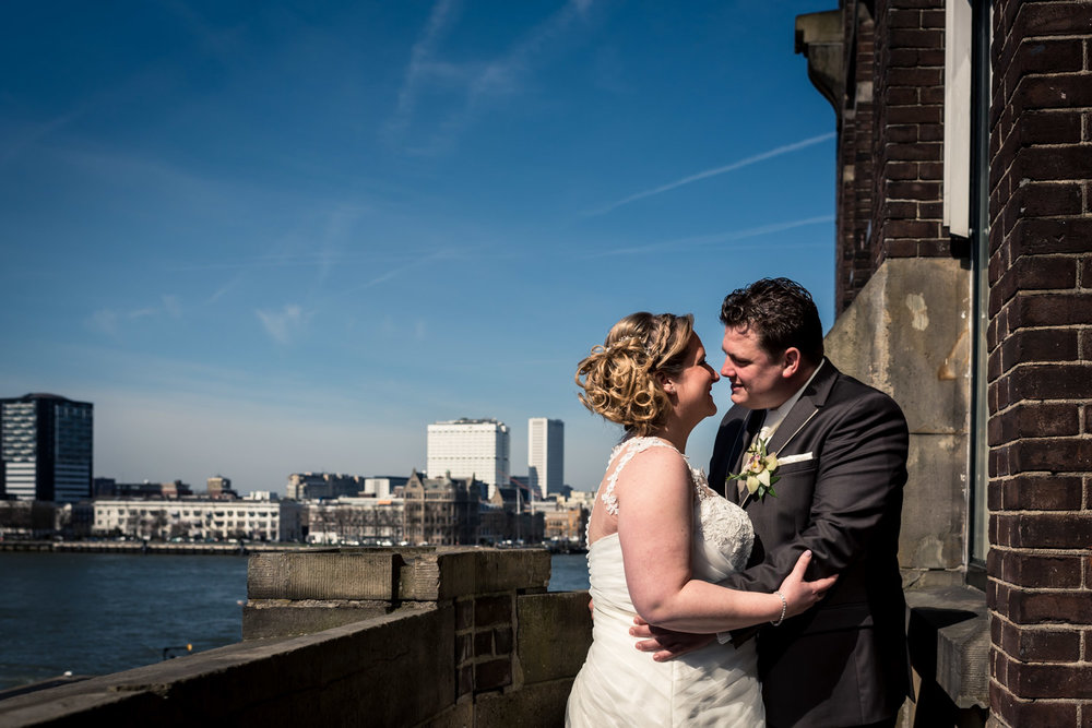 bruidsfotografie met het uizicht vanuit hotel New York