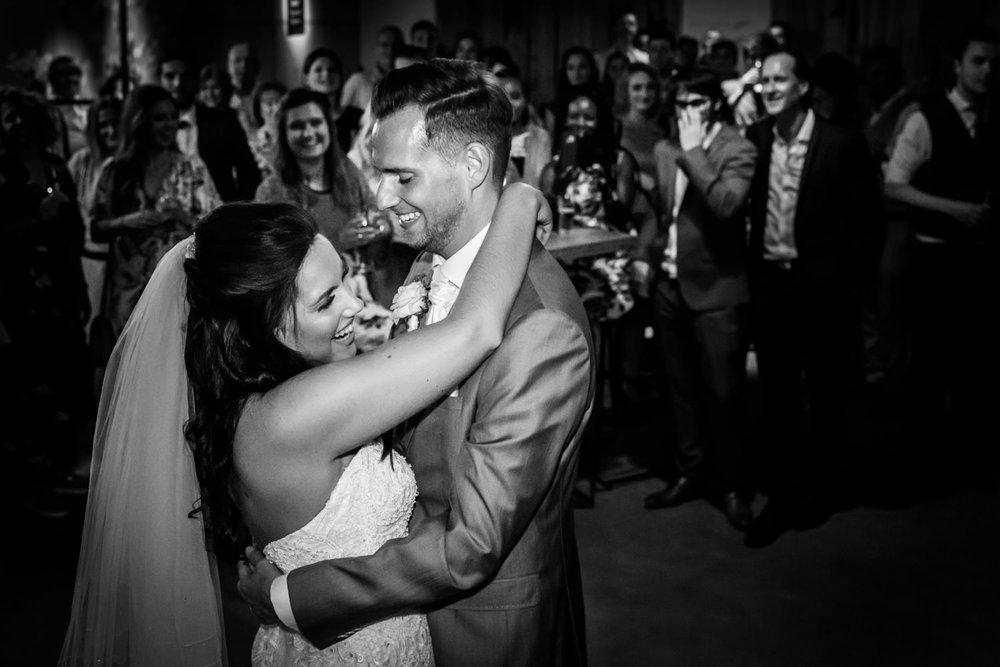Bruidsfotograaf Cfoto bij het Houtse Meer tijdens de openingsdan