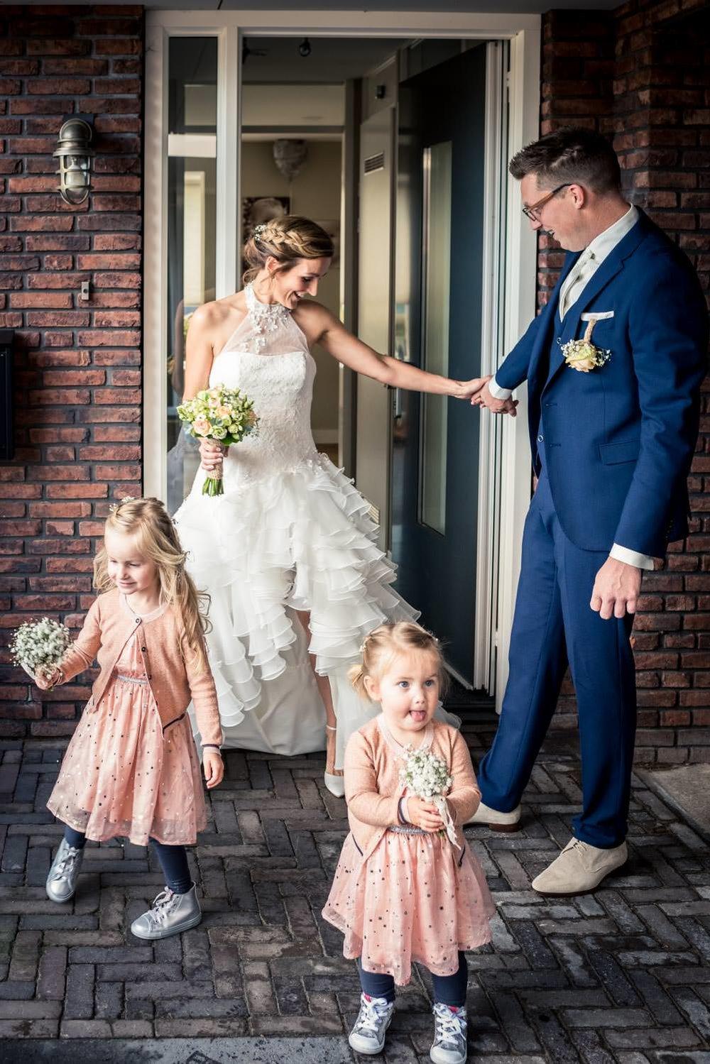 Huwelijksfotograaf legt vast de ontmoeting van het bruidspaar de