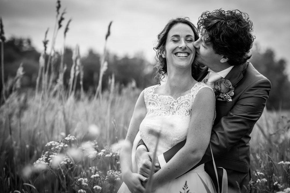 in de polder van Etten-Leur worden bruidsfoto's gemaakt