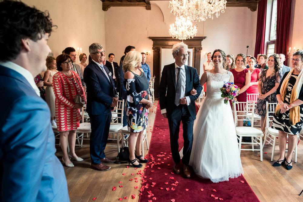 bruidsfotografie in het kasteel Dussen tijdens de ceremonie
