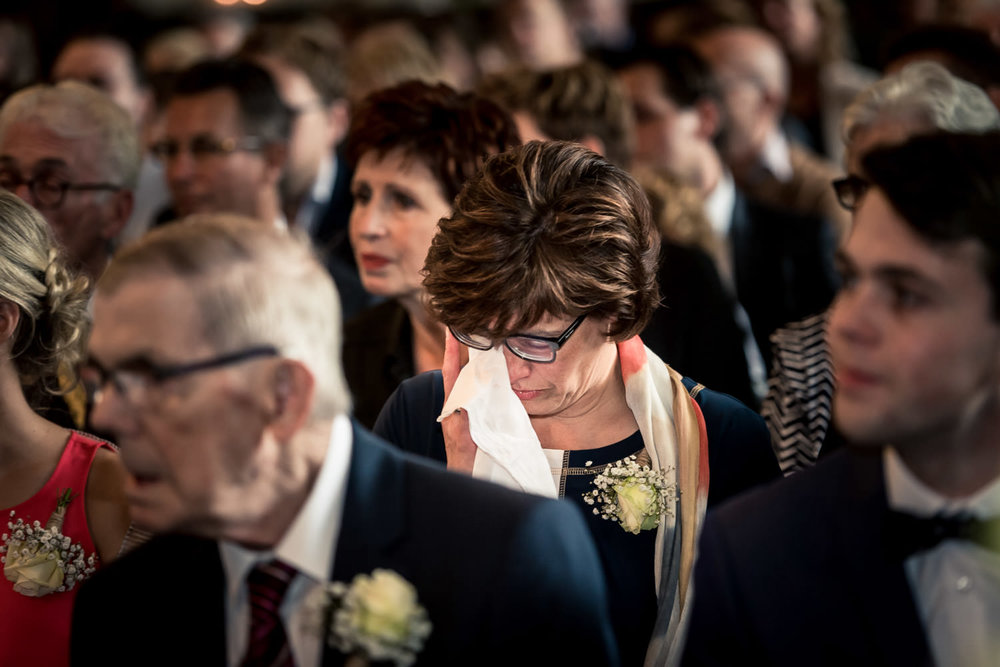 Bruidsfotografie, de tranen van de gasten worden vastgelegd tijd
