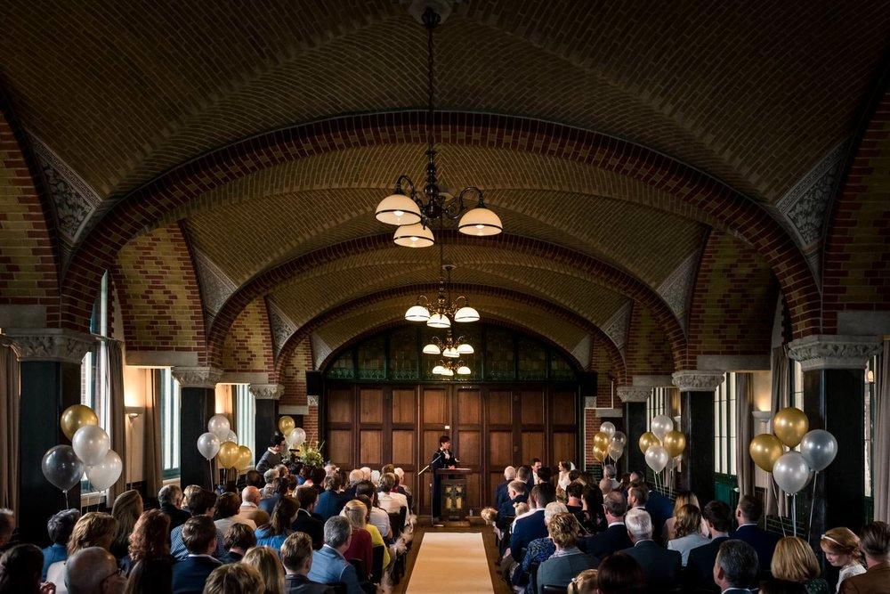 Een overzcihtsfoto van trouwen bij Bovendonk in de Refterzaal