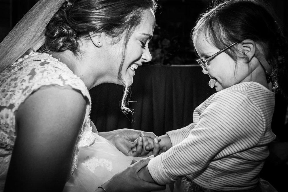 bruid met een kindje met down