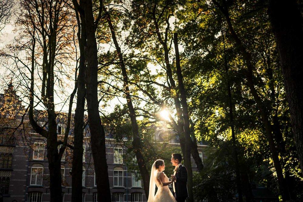 Cfoto bruidsfotografie ze maakt graag foto's bij ondergaande zon