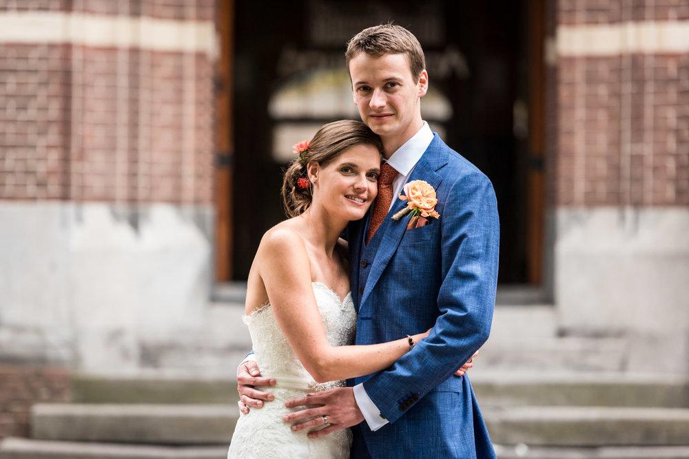 hier een portret van het bruidspaar tijdens de trouwreportage