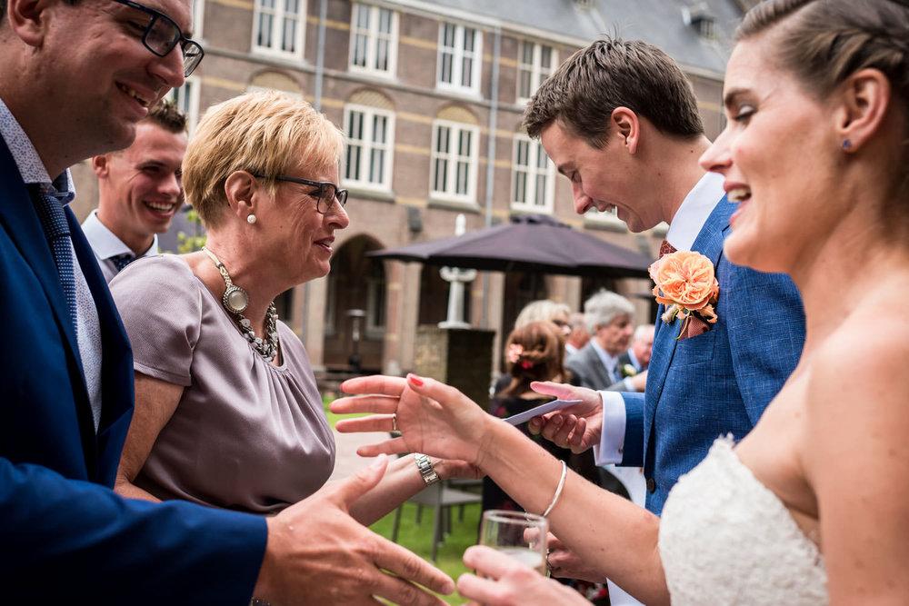 felcitaties aan het bruidspaar tijdens het huwelijk