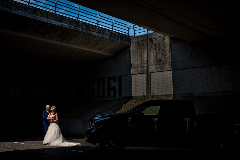 bruidsfotografie onder een viaduct gedaan door cfoto