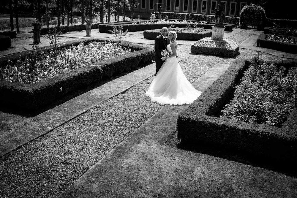 Bij kasteel bouvigne heb je klassieke tuinen, waar je mooi bruid
