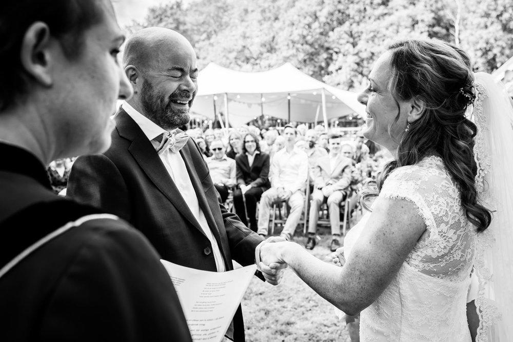 jawoord-ceremonie-emoties-journalistieke-bruidsfotografie.jpg