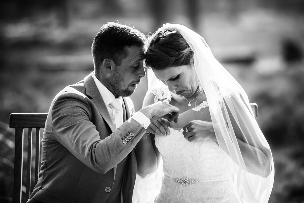 vliegen-trouwen-paniek-bruidsjurk.jpg