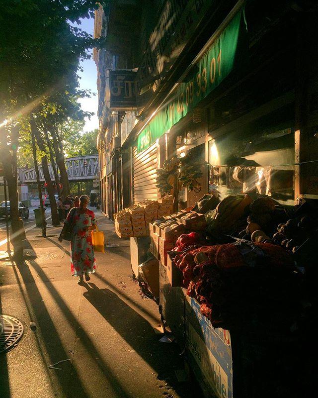 Chaleur d'été un soir à La Chapelle  #canicule #heatwave #lachapelle #ruecail #paris #parisianstreet #parislife #75018 #75018paris #photogratphie #streetphotography #streetphotographer #streetphoto #streetphotograph #parisstyle #iloveparis #summerinparis #paris2017 #sunset #urbansunset