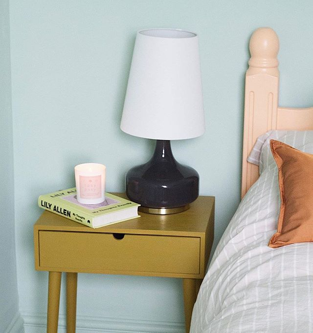 Green room colour details. Bedside table + bedframe painted in @valsparpaintuk wood + metal paint, Cuppa Tea / Peachy Orange. Wall colour also @valsparpaintuk Keen on Green.✨