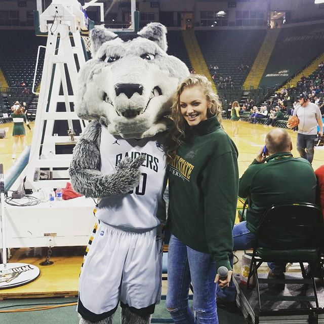 Singing the #nationalanthem tonight for the #wrightstateraiders! Let's go #raiders! 🙌👍🏀