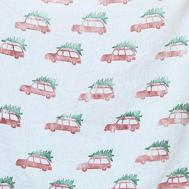 Sarah hand carved this adorable stamp design for Christmas tea towels... or zero waste Christmas wrapping, your call! On sale now in the shop! - - - - - #zerowastewrapping #zerowasteliving #zerowastecollective #reusuablewrapping #zerowaste #teatowel #makersworkshop #createmakeshare #colorstory #handmadechristmas #wearethemakers #handmaderevolution #upcycledhandmade #handmadewithlove #handsewn  #upcycledhandmade #art #beautiful #originalart #printing #linocut #linoleumprint #lino #linocutprint #linocuts #printmaking
