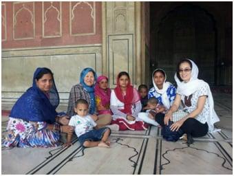 이슬람 모스크 답사 중 인도 여인들과 함께