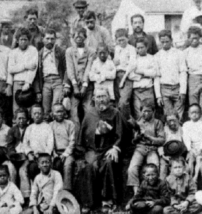 Father_Damien_with_boys_of_the_settlement,_1889.jpg