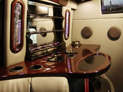High Gloss Limo Bar by Eash Design