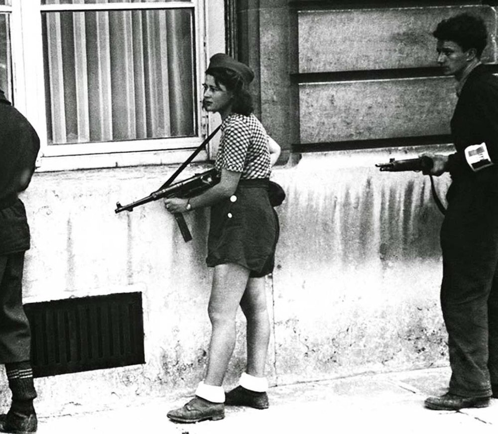 Simone-Segouin-the-18-year-old-French-Résistance-fighter-1944.jpg