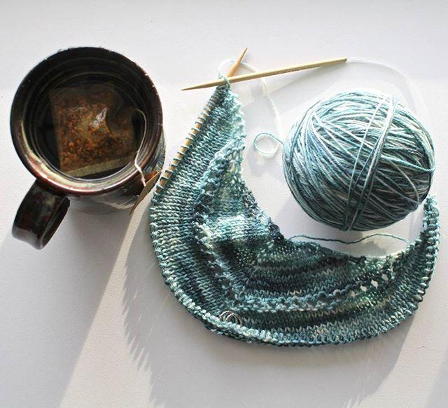 Cozy day watching the snow melt, knitting the Age of Brass shawl with some of my own super soft hand dyed! This sustainably and ethically sourced NewMerino will become the most cozy shawl! #knittersofinstagram #knitlife #ageofbrass #newmerino #knitshawl #numitea