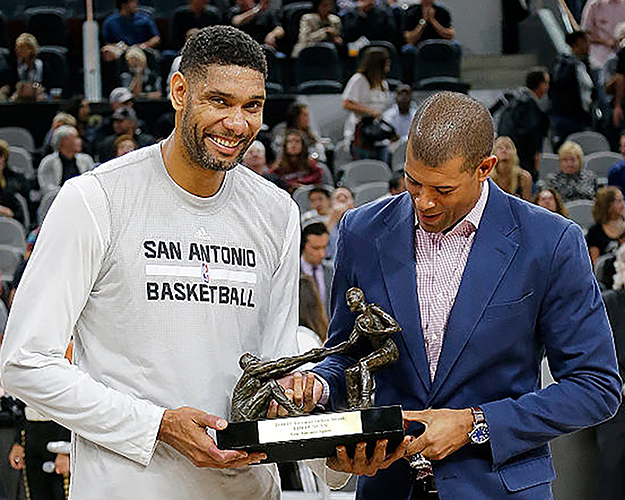 Tim-Duncan-Twyman-Stokes-Bronze-Sports-Sculpture.jpg