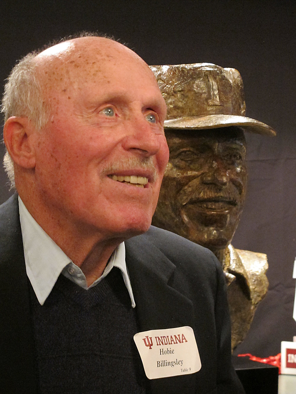 coach-hobie-billingsley-bronze-portrait-bust-01.jpg